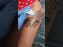 Татуировка на бедре. Цветы и птица. Татуировки в Гомеле