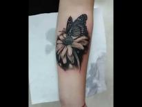 Татуировка на руке. Цветок и бабочка. Татуировки в Гомеле